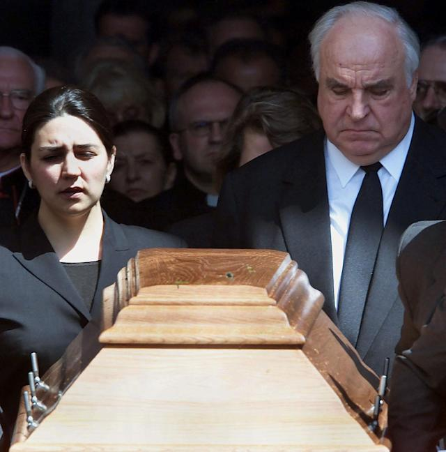 <p>Former German Chancellor Helmut Kohl (R) and his daughter-in-law Elif follow the coffin of Hannelore Kohl after a memorial service at the Speyer cathedral July 11, 2001. Hannelore Kohl, who was 68, took her own life last week after a long illness. She had suffered from a rare allergy to light that forced her to stay in darkened rooms for the last 15 months of her life. (Kai Pfaffenbach/Reuters) </p>