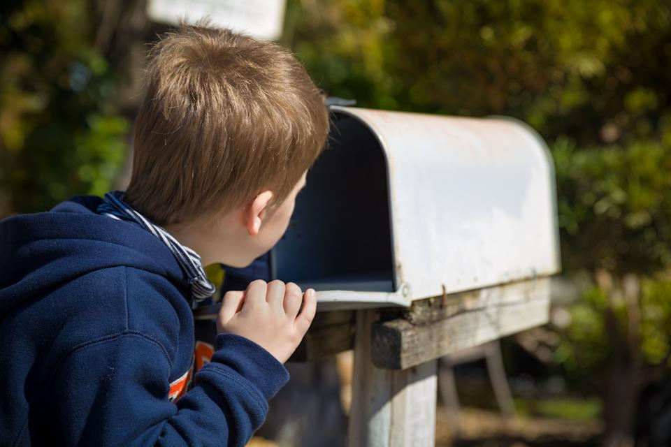 Looking for ways to keep bored kids busy without a screen? Subscription boxes for kids are a good way to make them excited for a gift year-round. (Photo: goodmoments via Getty Images)