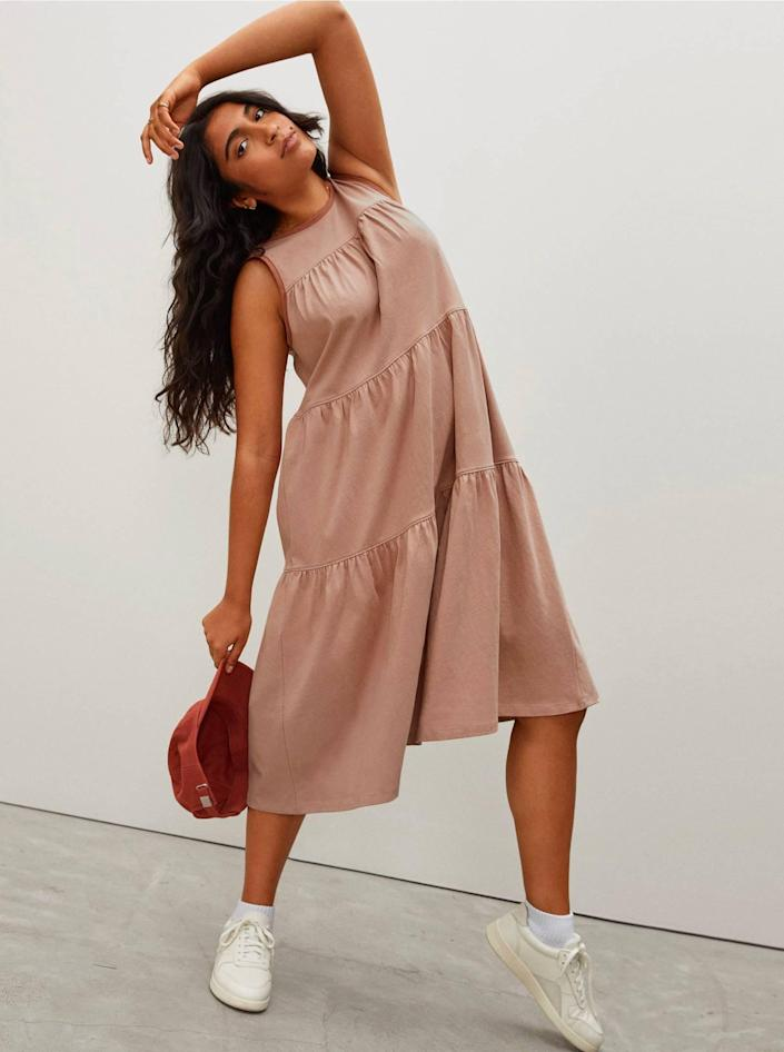 """From the lightweight cotton to the subtle billowiness and low back, this everyday dress has plenty of details that make it anything but ordinary, but it's still versatile enough to reach for time and time again. You can choose between light beige, black, or this gorgeous neutral color, and all they'll have to do is throw on some <a href=""""https://www.glamour.com/gallery/best-white-sneakers-for-women-2018?mbid=synd_yahoo_rss"""" rel=""""nofollow noopener"""" target=""""_blank"""" data-ylk=""""slk:white sneakers"""" class=""""link rapid-noclick-resp"""">white sneakers</a> or <a href=""""https://www.glamour.com/gallery/best-summer-sandals?mbid=synd_yahoo_rss"""" rel=""""nofollow noopener"""" target=""""_blank"""" data-ylk=""""slk:sandals"""" class=""""link rapid-noclick-resp"""">sandals</a>, and go. $60, Everlane. <a href=""""https://www.everlane.com/products/womens-weekend-tiered-dress-oak?"""" rel=""""nofollow noopener"""" target=""""_blank"""" data-ylk=""""slk:Get it now!"""" class=""""link rapid-noclick-resp"""">Get it now!</a>"""