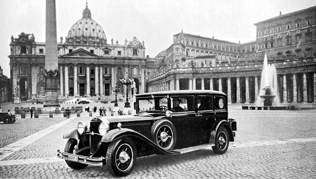 Portrait on St. Peter's Square: The Mercedes-Benz Nürburg was internally known as the Rome Vehicle. The Pullman limousine traveled to Rome under its own steam before being handed over in the Vatican.