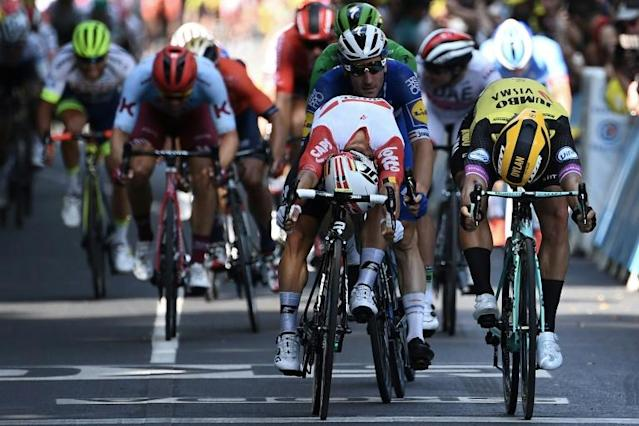 Caleb Ewan edged Dylan Groenewegen (AFP Photo/Anne-Christine POUJOULAT )