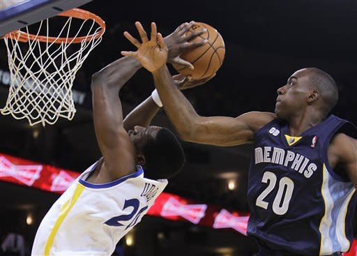 Memphis Grizzlies' Quincy Poindexter, right, attempts to block the shot of Golden State Warriors' Ekpe Udoh during the first half of an NBA basketball game Wednesday, March 7, 2012, in Oakland, Calif. (AP Photo/Ben Margot)