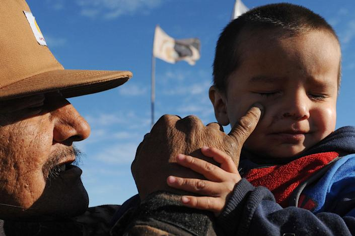 <p>A man named Black Horse holds his grandson during a protest against the Dakota Access pipeline near the Standing Rock Indian Reservation near Cannon Ball, North Dakota, U.S. November 13, 2016. (Photo: Stephanie Keith/Reuters) </p>