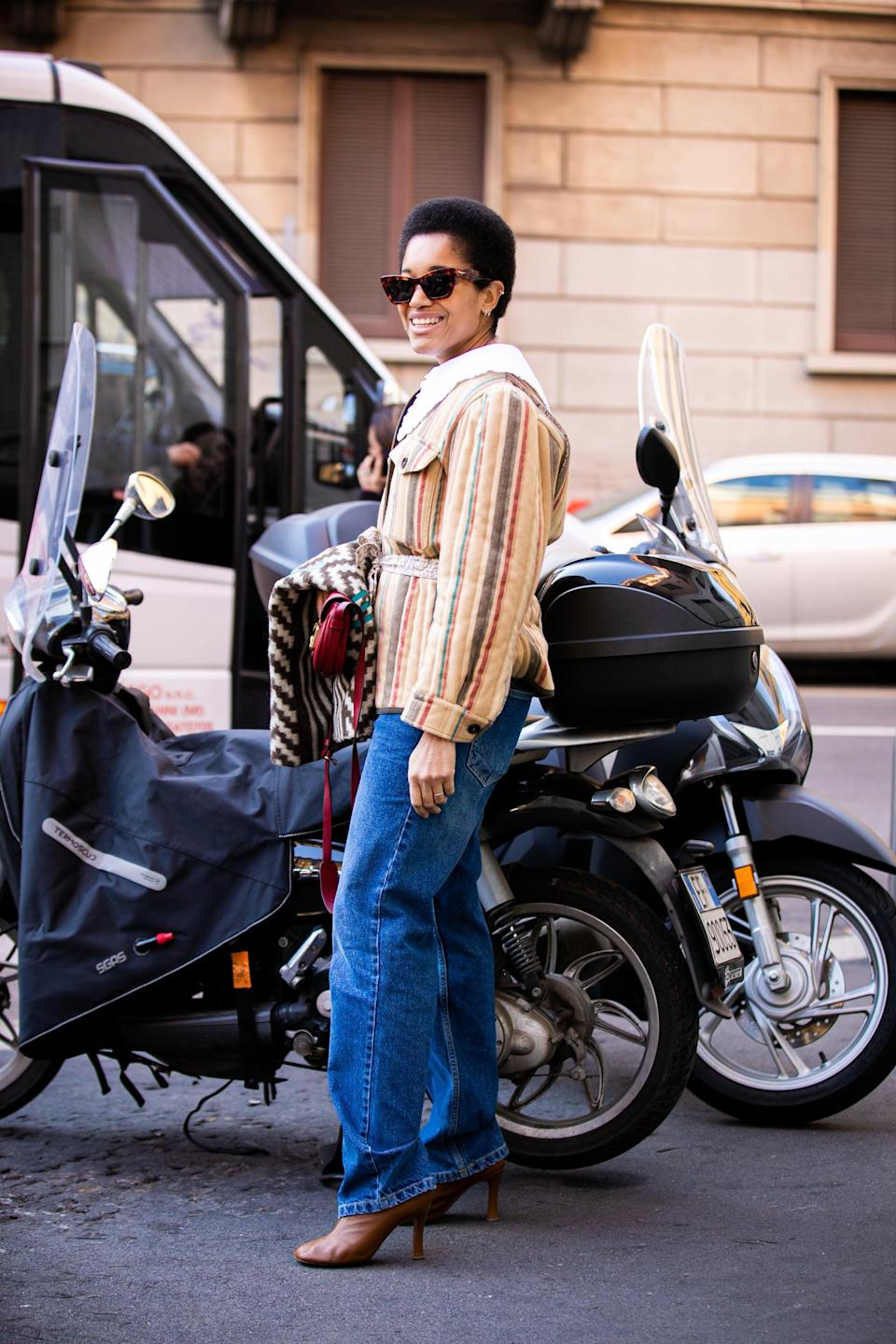 <p>For a polished and bohemian look, style a quilted jacket and heels with your baggy jeans.</p>