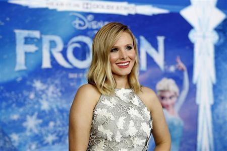 "Cast member Kristen Bell poses at the premiere of ""Frozen"" at El Capitan theatre in Hollywood, California November 19, 2013 file photo. REUTERS/Mario Anzuoni"
