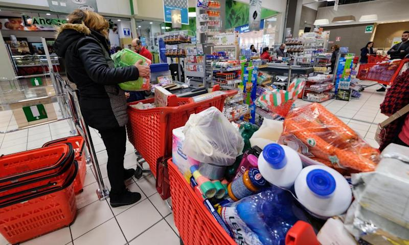 Shoppers in Palermo stockpiling at a local supermarket