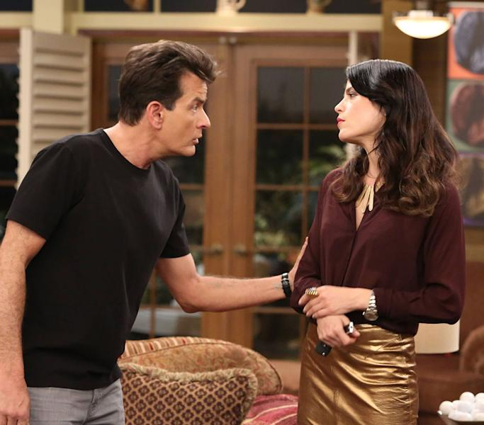 ANGER MANAGEMENT: Episode 20: Charlie Breaks Up With Kate (Airs Thursday, May 30, 9:30 pm e/p) Pictured: (L-R) Charlie Sheen as Charlie Goodson, Selma Blair as Kate Wales. CR: Danny Feld/FX Network