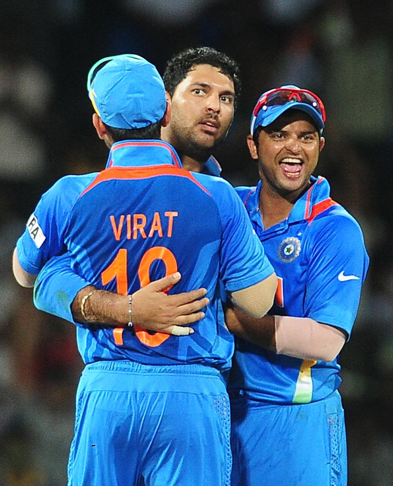 Indian cricketer Yuvraj Singh (C) celebrates with teammates after he dismissed Pakistan batsman Nasir Jamshed during the ICC Twenty20 Cricket World Cup's Super Eight match between India and Pakistan at The R. Premadasa International Cricket Stadium in Colombo on September 30, 2012. AFP PHOTO/ LAKRUWAN WANNIARACHCHI