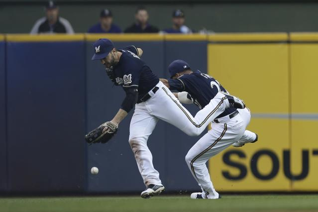 Ryan Braun of the Milwaukee Brewers collides with Carlos Gomez. (Getty Images)