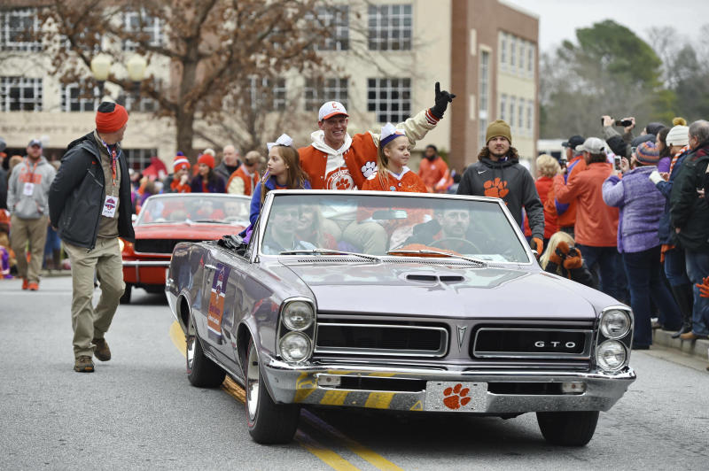 Clemson celebrates latest title amid cheers and doughnuts