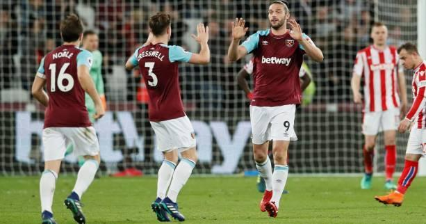 West Ham a arraché face à Stoke City (1-1) un point crucial dans la lutte pour le maintien en Premier League.