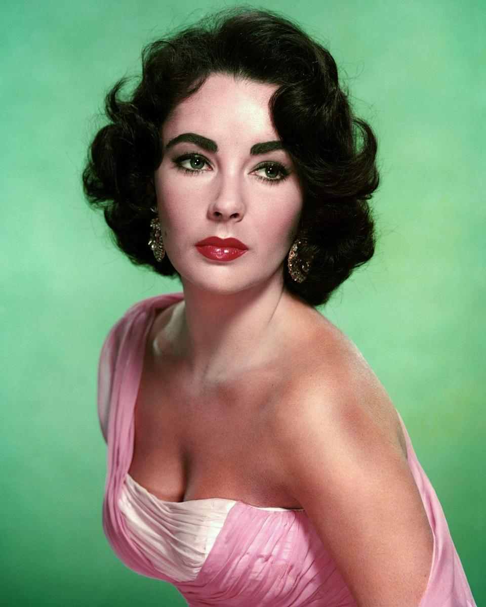 <p>Soft, elegant styles marked the mid-'50s — though all that would soon change.</p>