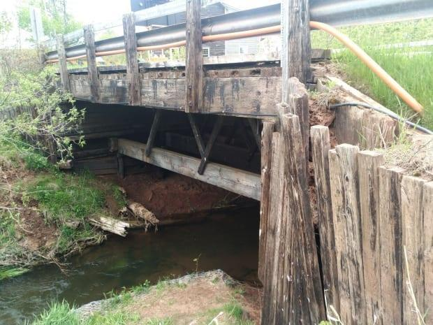 The province says the structural damage to the Mount Tryon Road Bridge cannot be repaired. (Submitted by Ryan Roach - image credit)
