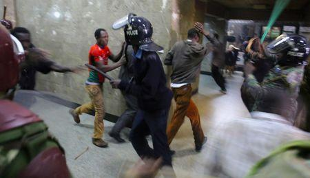 Kenyan policemen beat protesters during clashes in Nairobi, Kenya May 16, 2016. REUTERS/Goran Tomasevic/File Photo