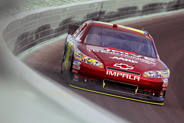 HOMESTEAD, FL - NOVEMBER 20: Jeff Gordon, drives the #24 Drive to End Hunger Chevrolet, during the NASCAR Sprint Cup Series Ford 400 at Homestead-Miami Speedway on November 20, 2011 in Homestead, Florida. (Photo by Chris Trotman/Getty Images for NASCAR)
