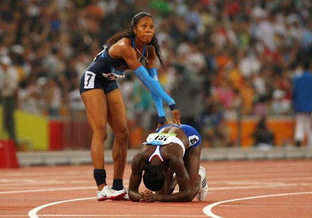 "Sanya Richards congratulates <a class=""link rapid-noclick-resp"" href=""/olympics/rio-2016/a/1218214/"" data-ylk=""slk:Christine Ohuruogu"">Christine Ohuruogu</a>, who won the Women's 400m Final at the 2008 Summer Olympics. (Getty)"