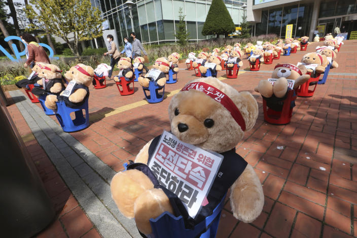 "Teddy bears are displayed to protest against a crackdown on illegal street vendors, in front of the Mapo ward office in Seoul, South Korea, Thursday, Sept. 24, 2020. Street vendors replaced protestors with teddy bears to avoid the violation of an ongoing ban on rallies with more than 10 people amid the coronavirus pandemic. The signs read: ""Stop crackdown."" (AP Photo/Ahn Young-joon)"