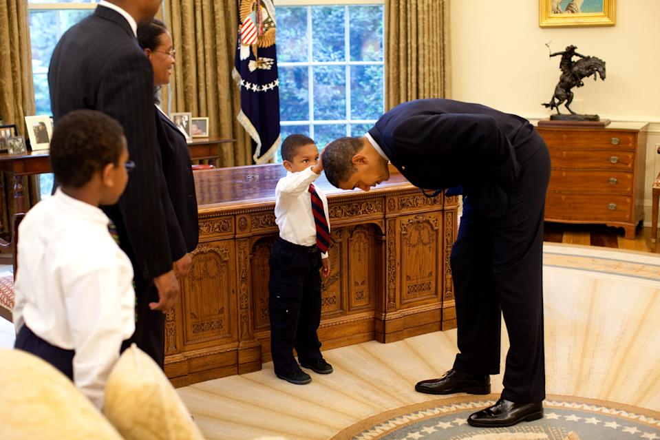 "Das Foto Obamas mit dem fünfjährigen Jacob Philadelphia wurde unter dem Titel ""Hair Like Mine"" (""Haare wie meine"") bekannt (Bild: Pete Souza/The White House via Getty Images)"