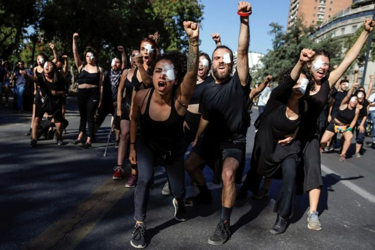 Many of the young Chilean demonstrators are angry at the country's yawning income disparity (AFP Photo/JAVIER TORRES)
