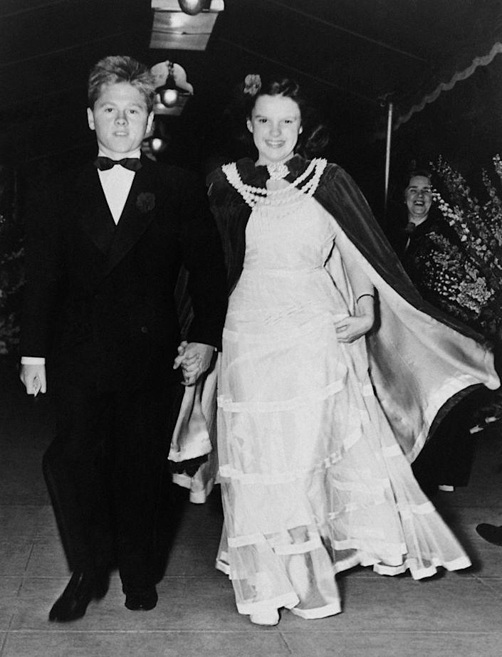 <p>Judy was accompanied by fellow child star, Mickey Rooney, to a movie premiere. </p>
