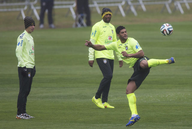 Brazil's Hulk controls the ball as Oscar, left, and Maicon, center back, watch during a practice session at the Granja Comary training center in Teresopolis, Brazil, Friday, July 11, 2014. Brazil will face the Netherlands in the World Cup third-place match Saturday. (AP Photo/Leo Correa)