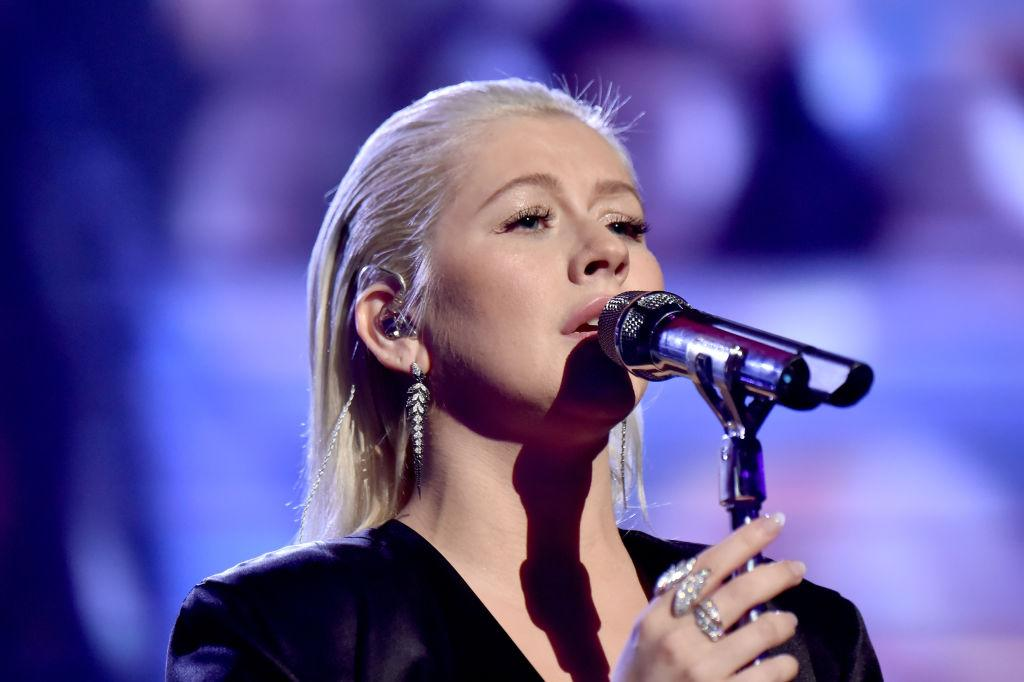 "<p><strong>When: Nov. 19, 2017</strong><br />Christina Aguilera honoured the late Whitney Houston by performing her greatest hits on Sunday night at the American Music Awards — the performance coincided with the 25th anniversary of Houston's 1992 film, ""The Bodyguard"" — but Aguilera fans were shook over the blonde beauty's natural ""no-makeup"" look. <em>(Photo: Getty)</em><br /><br /></p>"