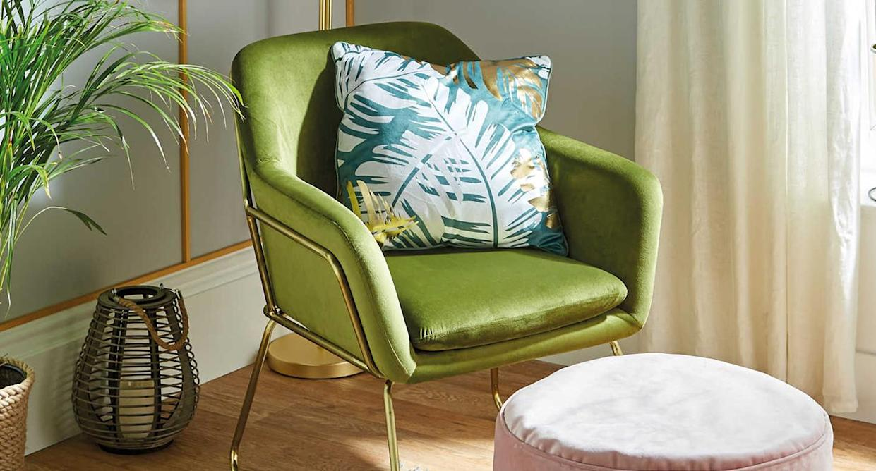 Sit back and relax in Aldi's luxe-looking arm chairs. (Aldi)