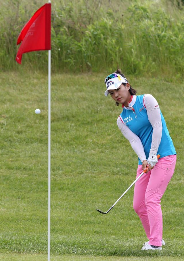 Defending champion Hee Young Park, of South Korea, chips to a green during the first round of the Manulife Financial Classic LPGA golf tournament Thursday, June 5, 2014, in Waterloo, Ontario. Park ended the day tied for the lead at 6 under par. (AP Photo/The Canadian Press, Dave Chidley)