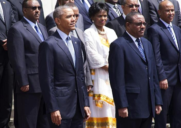 Ethiopian Prime Minister Hailemariam Desalegn (R) stands alongside US President Barack Obama during a welcoming ceremony at the National Palace in Addis Ababa on July 27, 2015 (AFP Photo/Simon Maina)