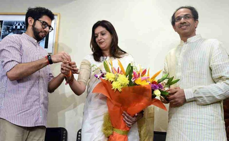 Yuva Sena chief Aditya Thackeray (L) and Shiv Sena Chief Uddhav Thackeray (R) welcome Priyanka Cahturvedi into the party at Matoshree in Mumbai on Friday. PTI