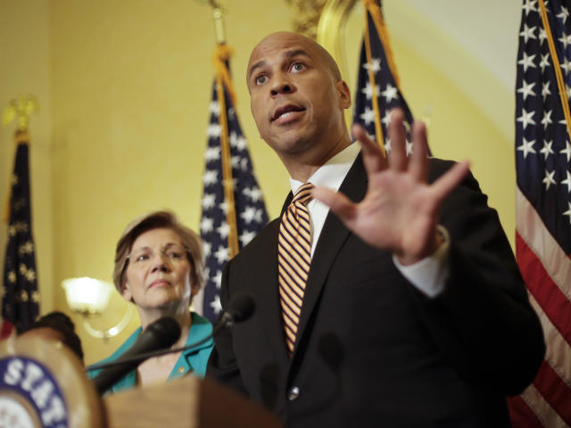 Sen. Cory Booker and Sen. Elizabeth Warren introduce the Dignity for Incarcerated Women Act at a news conference on Capitol Hill in Washington, July 11, 2017. (Photo: Pablo Martinez Monsivais/AP)