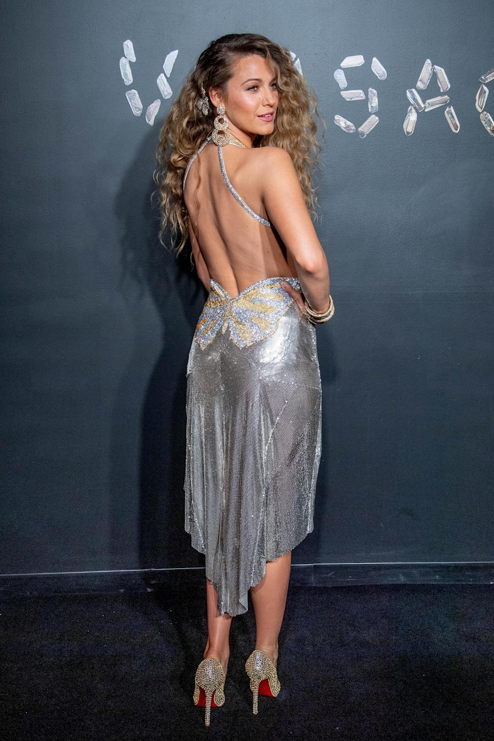 <p>Blake Lively oozed glamour in this 90s-inspired metallic dress by Versace, paired by Louboutin heels. <em>[Photo: Getty]</em> </p>