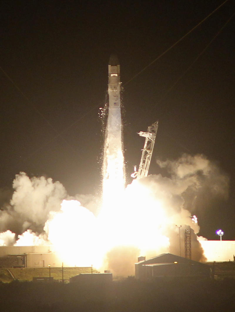 SpaceX Dragon capsule launched to space station