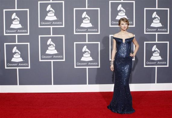 Singer Taylor Swift arrives on the red carpet at the 52nd annual Grammy Awards in Los Angeles January 31, 2010.