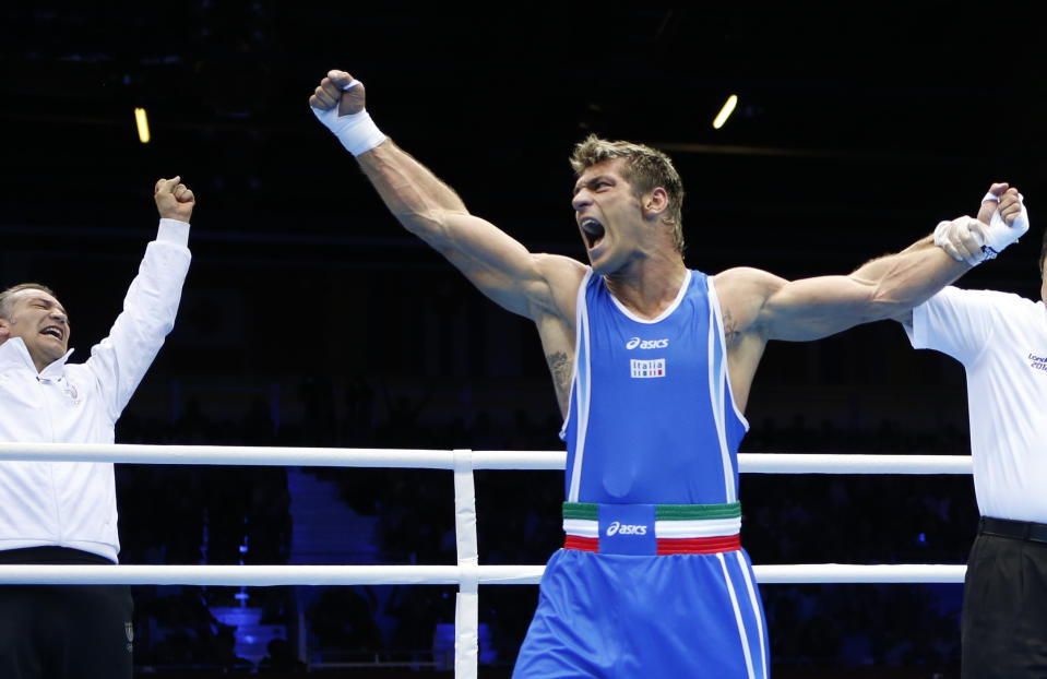 Italy's Clemente Russo is declared the winner over Azerbajan's Teymur Mammadov after their Men's Heavy (91kg) semi-final boxing match at the London Olympic Games August 10, 2012.      REUTERS/Damir Sagolj (BRITAIN  - Tags: SPORT BOXING OLYMPICS)