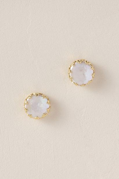 "<p><strong>BHLDN</strong></p><p>bhldn.com</p><p><strong>$40.00</strong></p><p><a href=""https://www.bhldn.com/shop-the-bride-bridal-jewelry-earrings/marine-bling-earrings"" target=""_blank"">SHOP IT</a></p><p>Give her pearls a modern upgrade with this gorgeous brass-lined set from BHLDN. </p>"