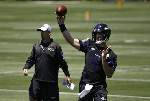 Baltimore Ravens quarterback Joe Flacco throws a pass during an NFL football organized team activity at the team's headquarters in Owings Mills, Md., Thursday, May 24, 2018. (AP Photo/Patrick Semansky)