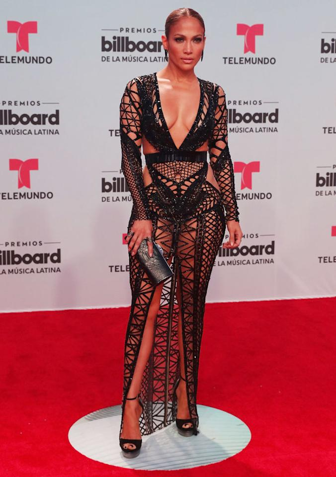 <p>Sul red carpet dei Billboard Latin Music Awards, a Miami, Jennifer Lopez ha scelto un abito che esaltava le sue curve.<br />Credit: Getty Images<br /></p>