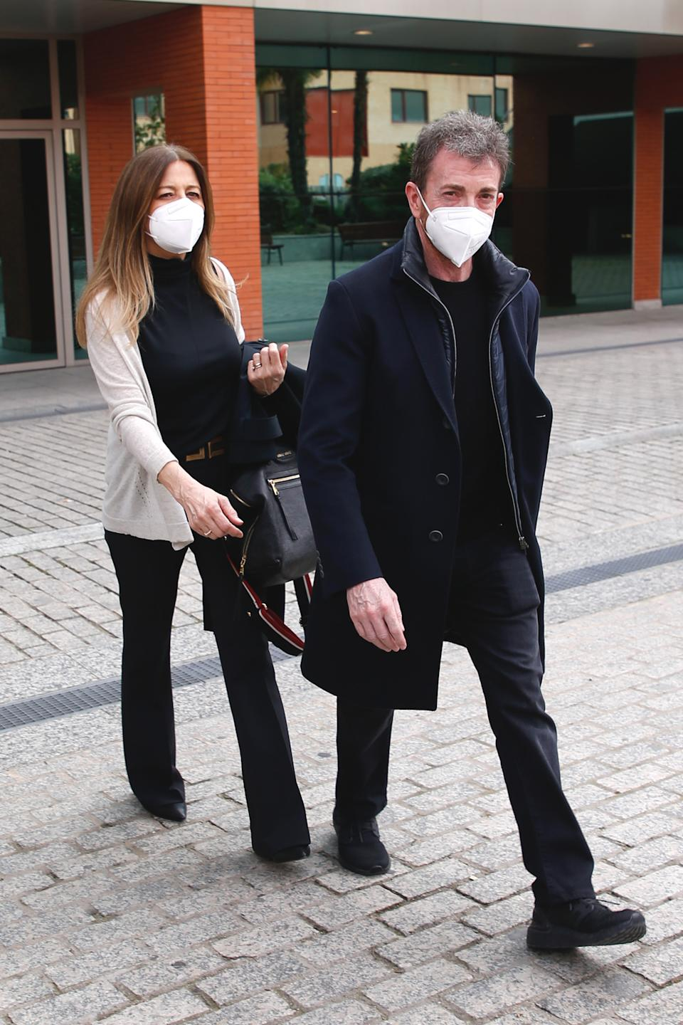 MADRID, SPAIN - MARCH 01: Laura Llopis and Pablo Motos attend the Enrique San Francisco funeral chapel at Tanatorio Norte morgue on March 02, 2021 in Madrid, Spain. (Photo by Europa Press Entertainment/Europa Press via Getty Images)