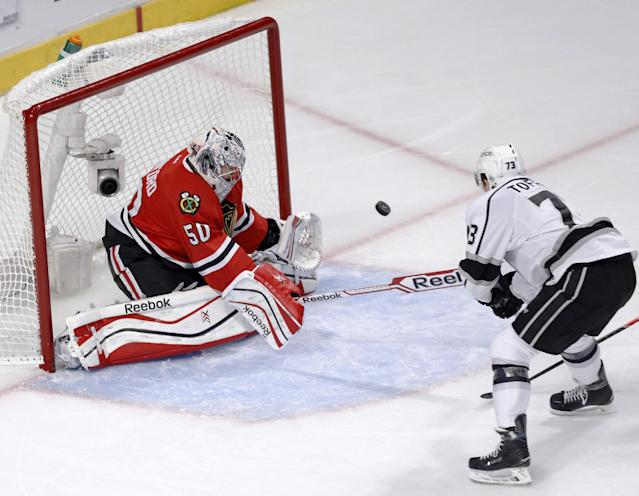 Los Angeles Kings center Tyler Toffoli, right, scores past Chicago Blackhawks goalie Corey Crawford during the second period of Game 1 of the Western Conference finals in the NHL hockey Stanley Cup playoffs in Chicago on Sunday, May 18, 2014. (AP Photo/Charles Rex Arbogast)