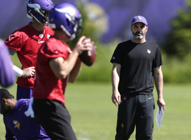 Minnesota Vikings offensive coordinator Kevin Stefanski watches quarterbacks during drills at the team's NFL football training facility in Eagan, Minn., Thursday, June 13, 2019. (AP Photo/Andy Clayton- King)