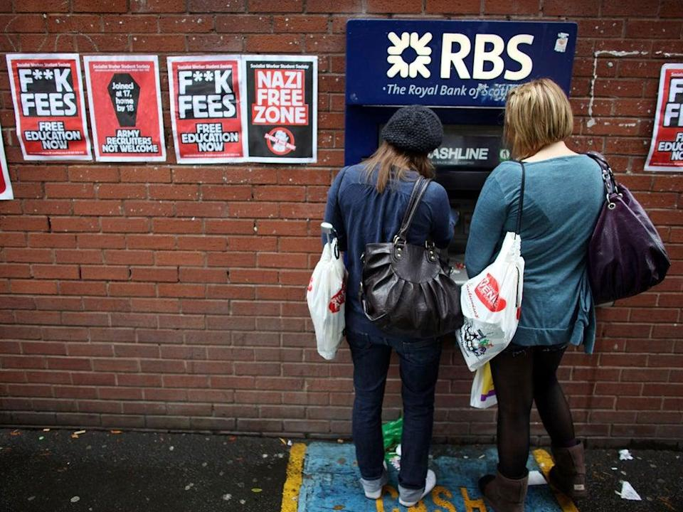Students arriving for Manchester University's freshers week queue up at a cash machine (Christopher Furlong/Getty Images)