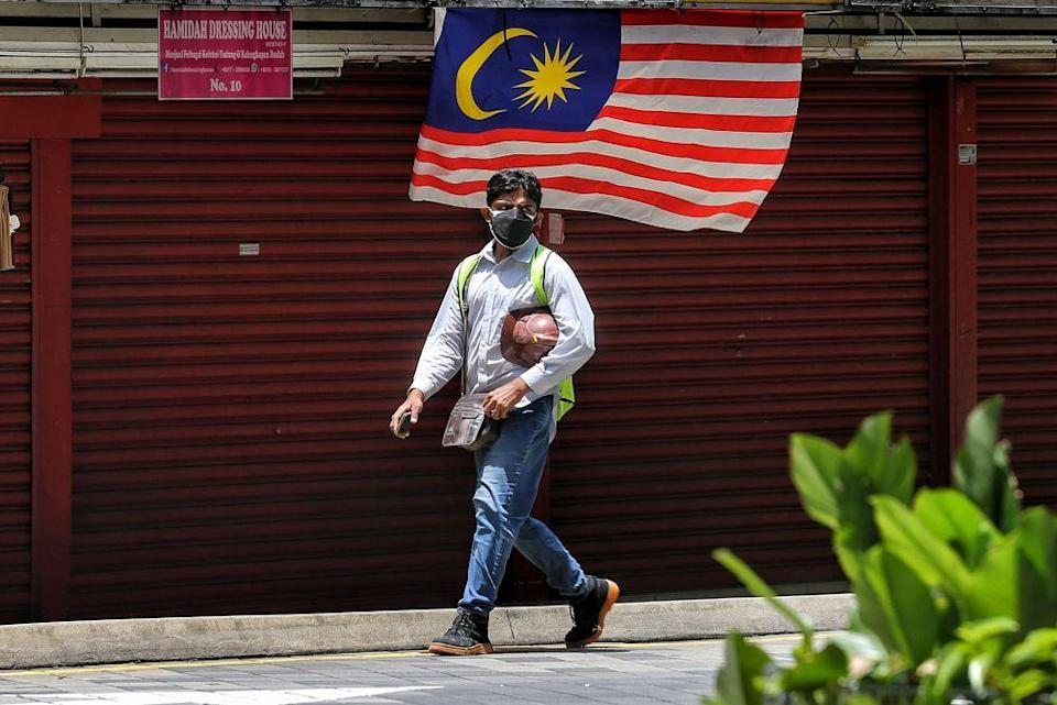 A foreign worker wearing a face mask is pictured in Kuala Lumpur September 7,2021. — Picture by Ahmad Zamzahuri
