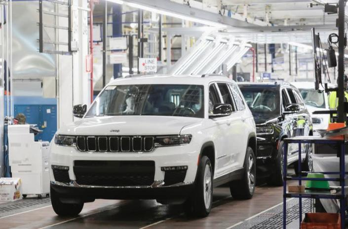 2021 Jeep Grand Cherokee L at the Detroit Assembly Complex - Mack Plant
