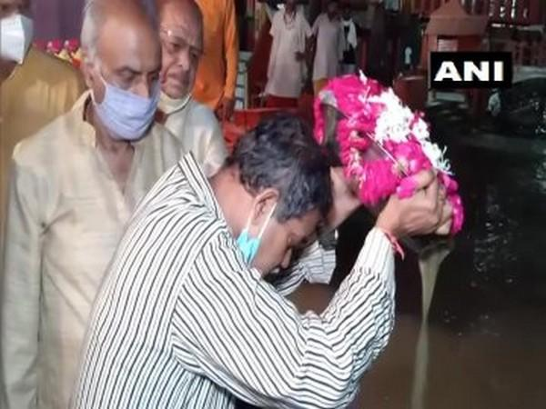 Mortal remains of former President Pranab Mukherjee immersed in Ganga at Haridwar by his son Abhijit Mukherjee on Tuesday. Photo/ANI