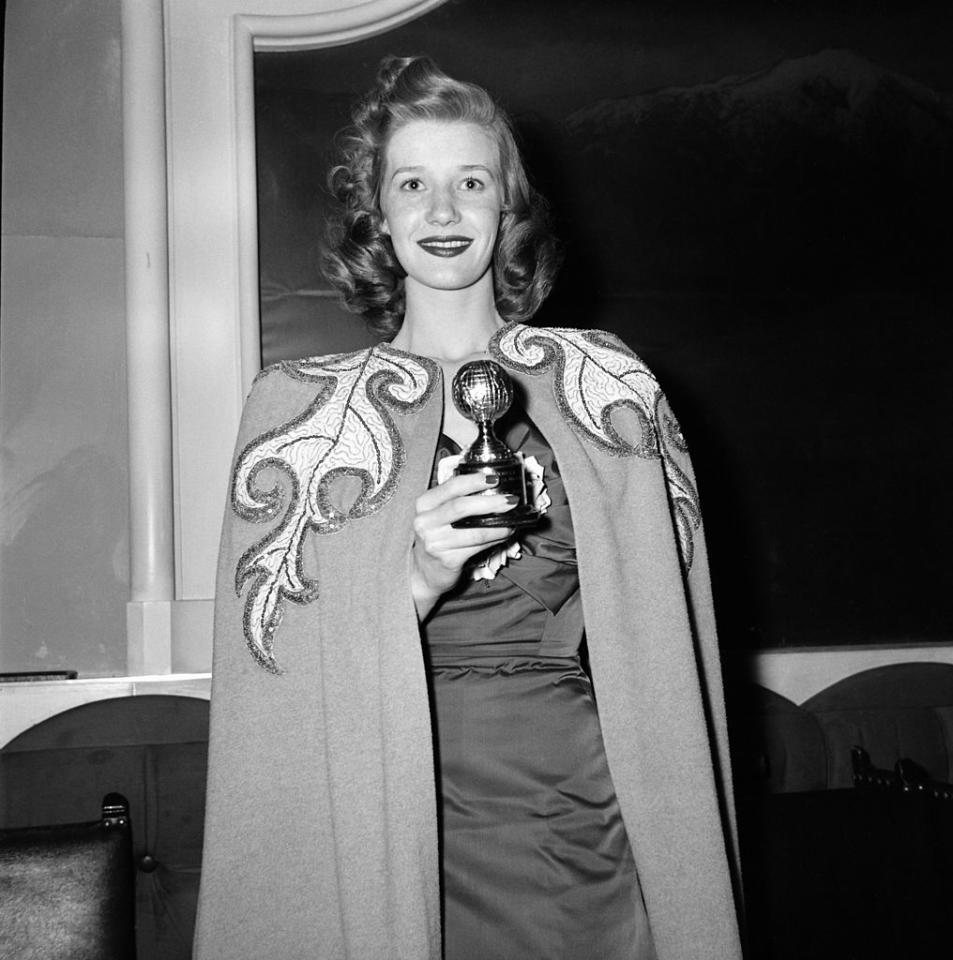 "<p>Canadian actress Lois Maxwell took home a Golden Globe award for best actress for her role in the 1947 film ""That Hagen Girl,"" wearing polished curls, bold lipstick, and freshly painted nails. (Photo: Nigel Dobinson/Getty Images) </p>"