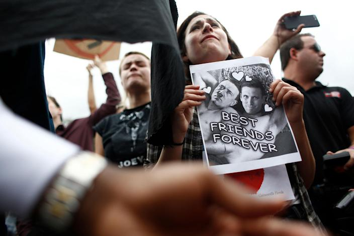 <p>Demonstrators gather at the site of a planned speech by white nationalist Richard Spencer, who popularized the term 'alt-right', at the University of Florida campus on Oct.19, 2017 in Gainesville, Fla. (Photo: Brian Blanco/Getty Images) </p>