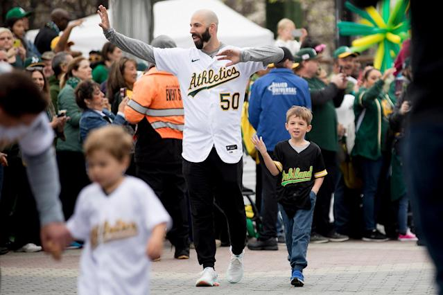 Mike Fiers draws loudest cheers and MVP chants at A's FanFest