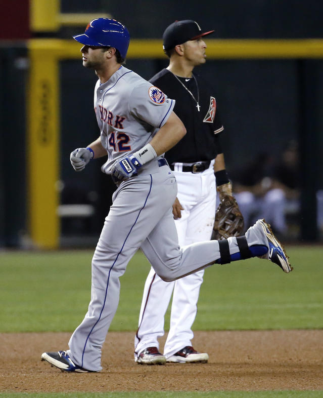 Arizona Diamondbacks Matin Pardo, right, looks away as New York Mets' Kirk Nieuwenhuis rounds the bases after hitting a two run home run during the fourth inning of a baseball game on Tuesday, April 15, 2014, in Phoenix. (AP Photo/Matt York)