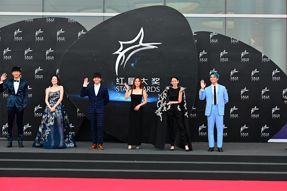 Zhai Siming, Regene Lim, Jarrell Huang, Kayly Loh, Kiki Lim and Glenn Yong at Star Awards held at Changi Airport on 18 April 2021. (Photo: Mediacorp)